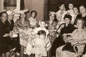 la famiglia geraci al bar
